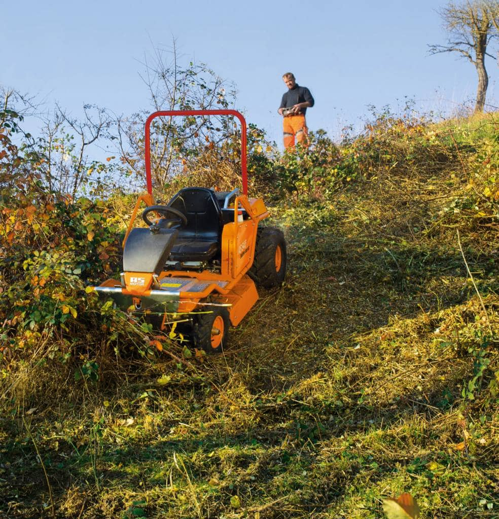 Ferngesteuert hohes Gras mähen mit AS Motor 940 Sherpa 4 WD RC Mäher