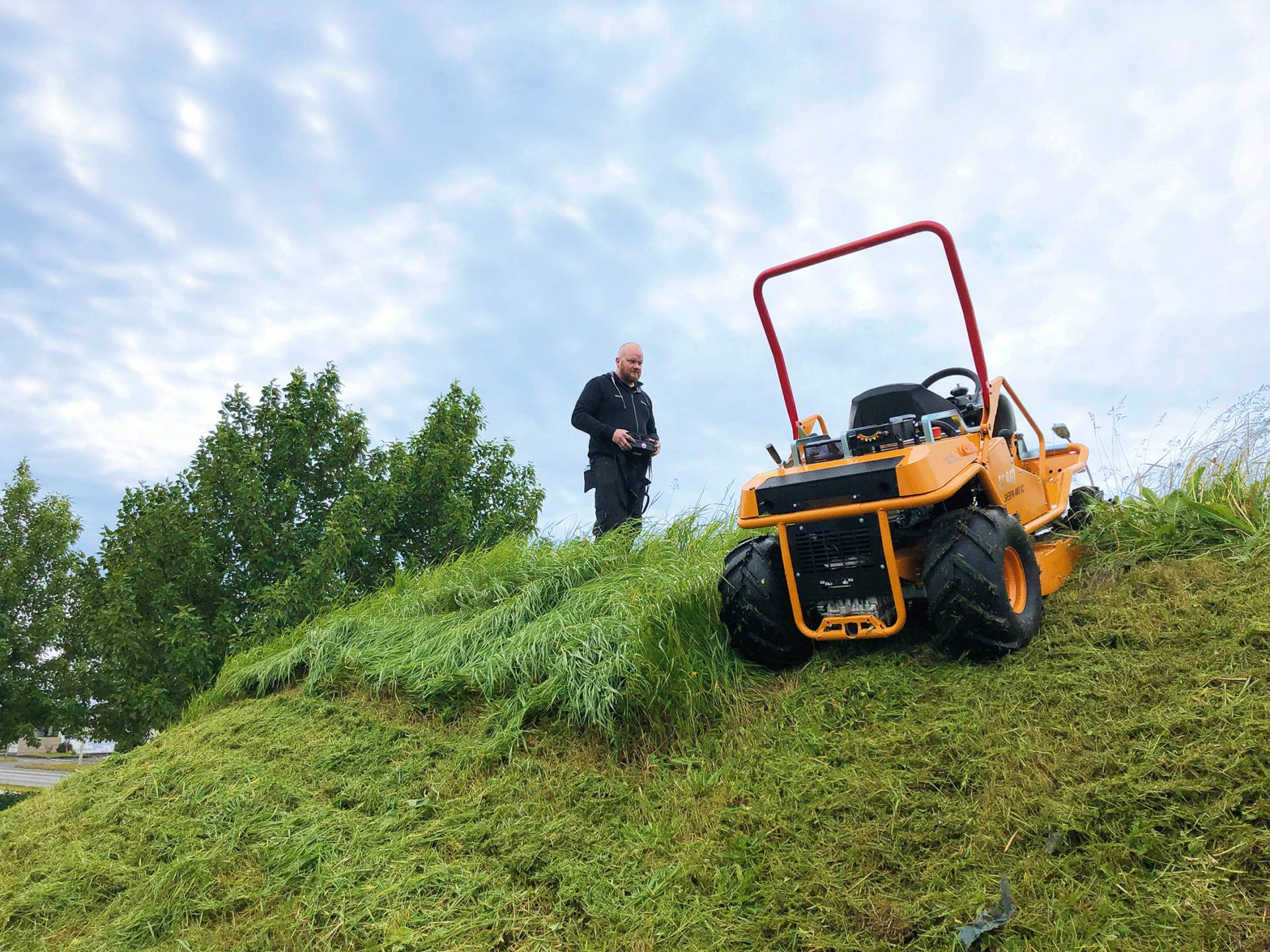 Böschungen sicherer mähen mit AS-Motor Sherpa RC Mäher